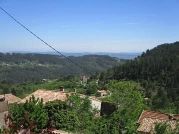 Vue panoramique depuis la terrasse, la cuisine et la chambre 1