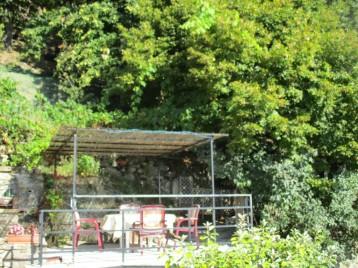 La deuxième terrasse à l'ombre du tilleul